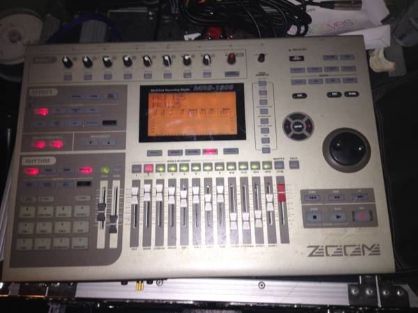 mrs-1608 ZOOM hard disk digital 16-track recording studio - $200 (south oc)