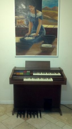 Piano LOWREY ORGAN FIESTA Model L-22 with MAGIC GENIE CHORDS - $100 (Hesperia)