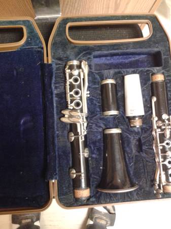 Yamaha clarinet YCL - 24 case - $125 (Orange)