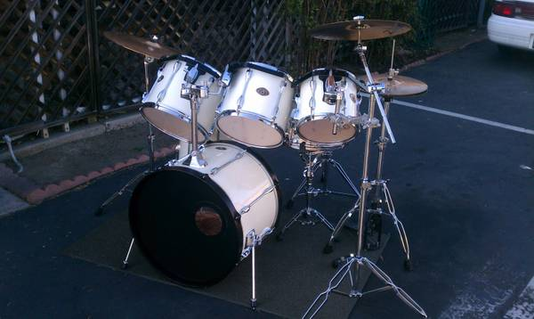tama drums with cymbals and hardware - $780 (oceanside)