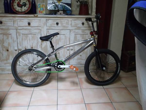 20 Haro Nyquist Pro frame wcustom parts - $325 (Cathedral City)