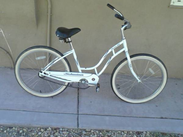 womens bike (schwinn cruiser ss) - $45 (palm springs)