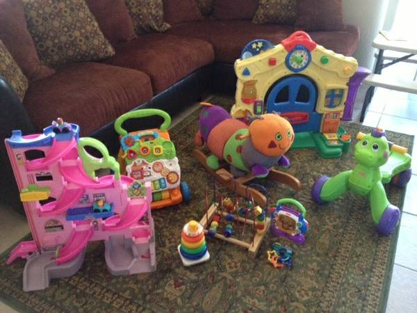 Lot of Large BabyToddler toys (No. La Quinta)