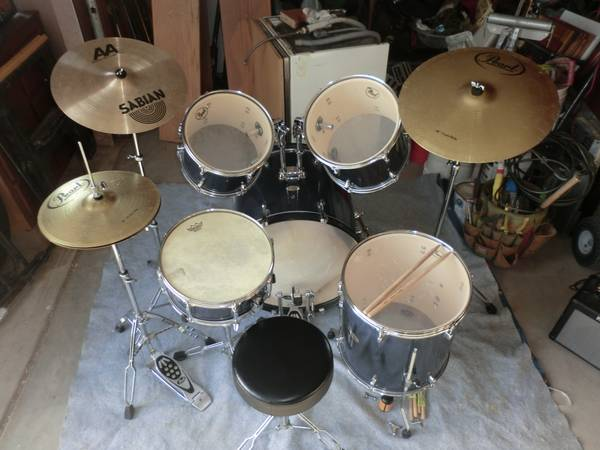 Pearl Forum Series 5PC drum set with extra cymbals - $725 (Coachella)