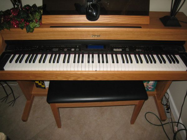 ROLAND KR-377 DIGITAL INTELLIGENT PIANO - $1000 (Palm Desert)