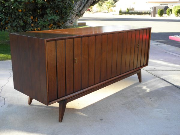 WANTED 1960s Zenith console stereo (Palm Springs)