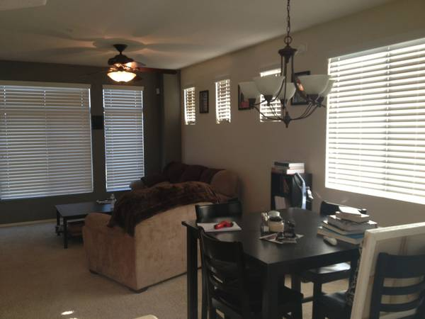 - $500 FEMALE Roommate Wanted for Beautiful Villagio Condo in Tempe (Rio Salado and 101)