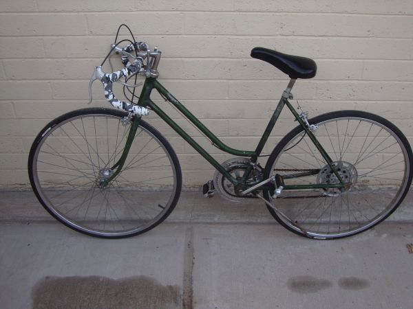 Schwinn Model Varsity 10 speed Road bike New Tires,brakes,cables - $120 (Tempe Kyrene and Guadeloupe road)