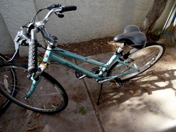 Womens 7th Avenue Schwinn Bike - $75 (Tempe)