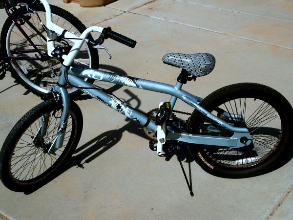 Mongoose 20 Boys KO Freestyle Bike - Ice Blue Like NEW - $95 (Anthem (N. Phx))