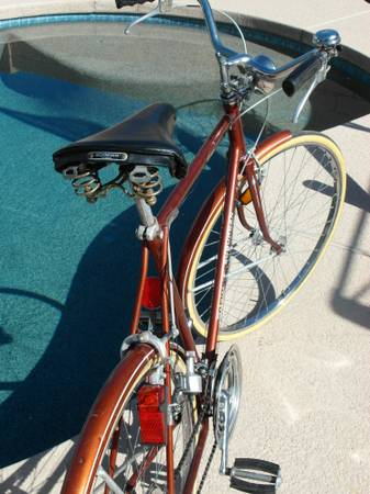 1974 Schwinn Suburban Mens 27in 10 speed Bell Lights Vintage Road Bike - $175 (Union Hills and 67th Ave)