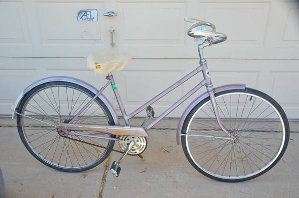 VINTAGE WOMENS MONTGOMERY WARD HAWTHORNE BICYCLE WITH LIGHT - obo - $150 (PHOENIX)