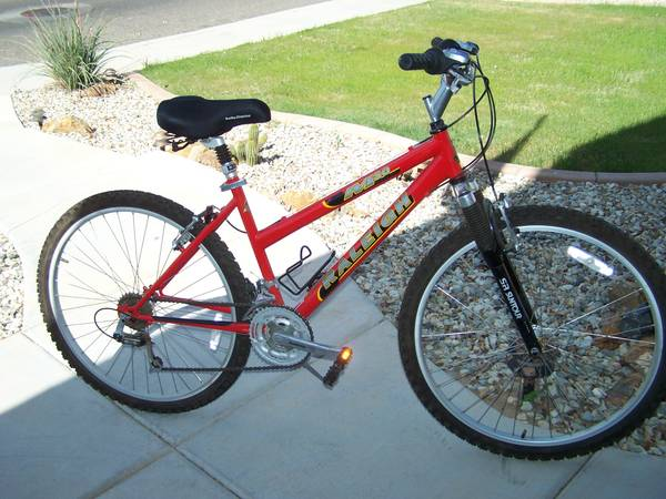 Raleigh Ladies M30 Bicycle - 26 - Like New Condition - $130 (Glendale)