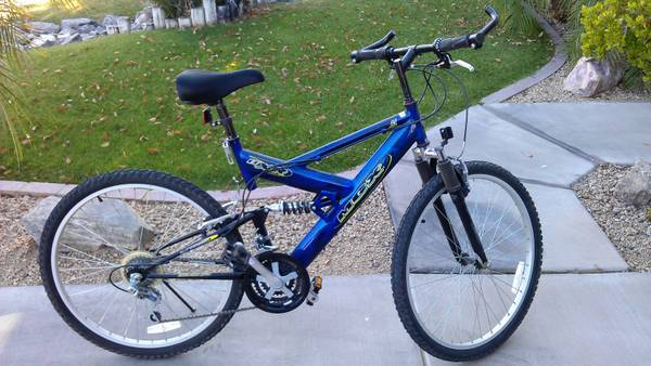 MENS MOUNTAIN BIKE 21 SPEED 26 MGX DXR - $70 (SURPRISE BELLREEMS)
