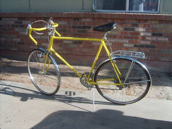 Vintage yellow 1967 Schwinn Varsity Road Bicycle made in Chicago - $100 (mesa)