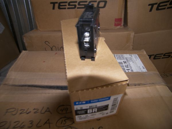 375 Breakers Cutler Hammer and Siemens 1P 2P Quad GFI SQ D Q0 Style - $1100 (Show Low)