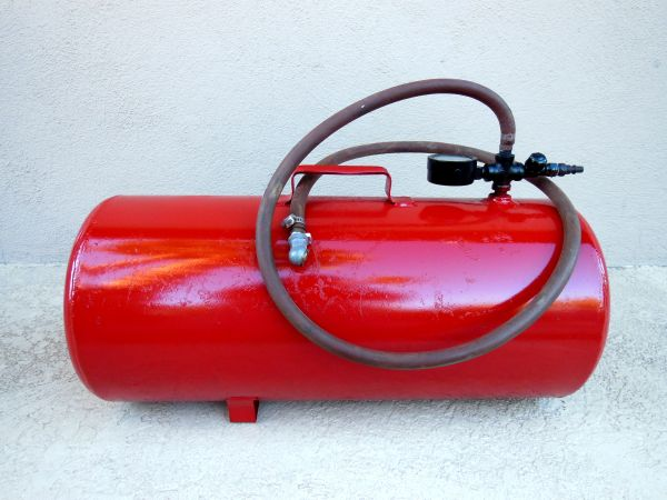 Air Tank, 7 Gallon, Hose and Brass Guages, Works perfect - $40 (66th STREET Thunderbird)