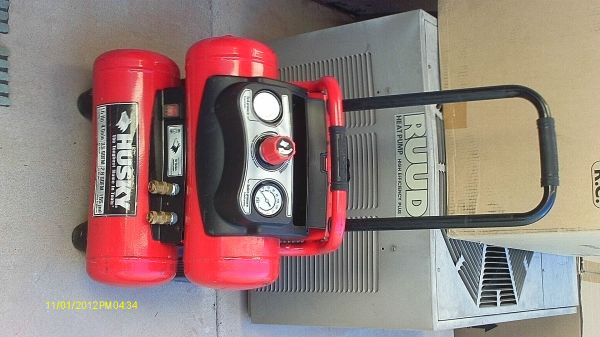 BRAND NEW Husky twin-tank air compressor - $125 (peoria)