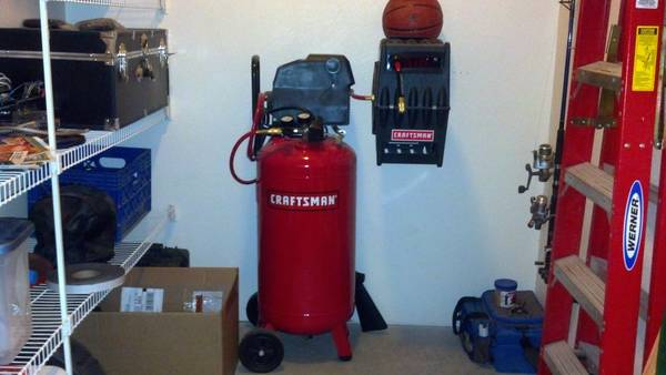 26 Gallon Air Compressor Craftsman With Tools - $650 (Glendale)