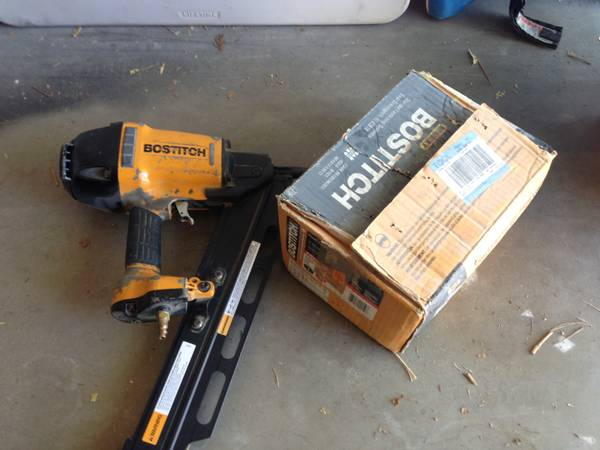 tool sale Nail framing air gun bostitch N88RH - $90 (44th st greenway )