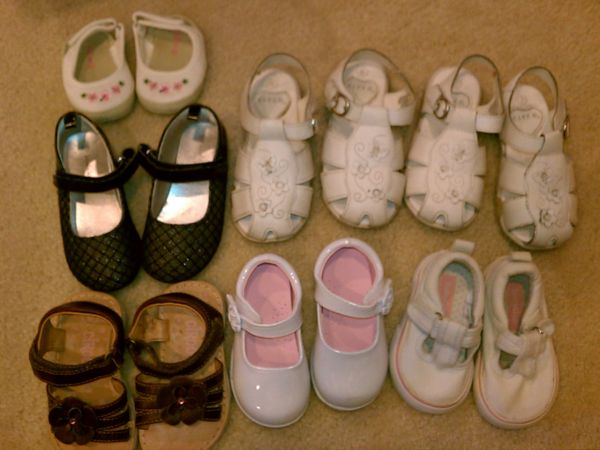 GIRL SHOES (SOME NEW) (DEER VALLEY TATUM BLVD - DESERT RIDGE)
