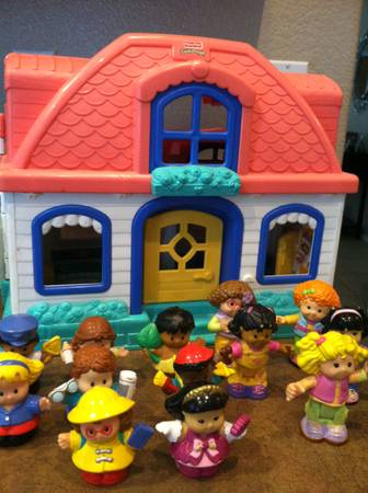 Large Set Fisher price Little People House - $35 (san tan valley)