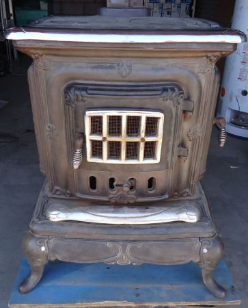 Antique Type Cast Iron Wood Burning Stove - $350 (75th Ave Olive)