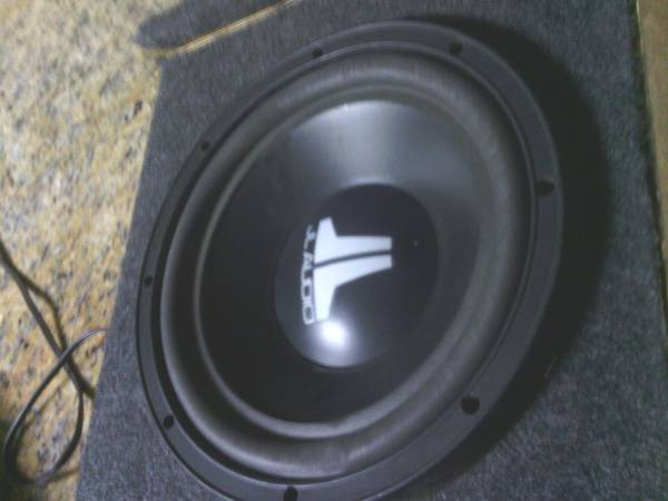 jl audio 10 subs in a truck box - $160 (thomas 67ave)
