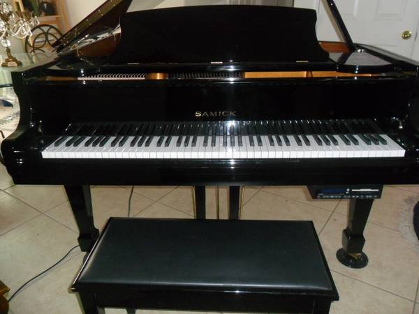 SAMICK BABY GRAND PIANO WITH PLAYER - GLOSS BLACK - EXCELLENT - $5250