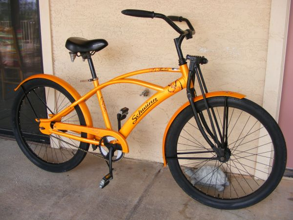 two cool Schwinn beach cruisers 1 speed and 7-speed ... (Wickenburg)