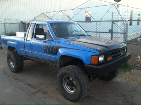 1987 toyota 4x4 lifted trade for full size - $4000 (Dewey)