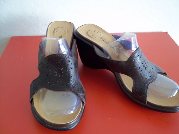 Moderately Used Womens Sandals Sz 8.5 P016 - $5 (Diamond Valley)