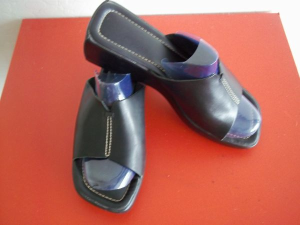 Moderately Used Womens Sandals Sz 9 P009 - $5 (Diamond Valley)