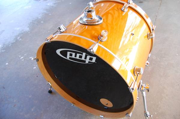 PACIFIC PDP by DW 22 BASS DRUM Amber lacquer, LX series, EVANS head - $195 (Prescott)