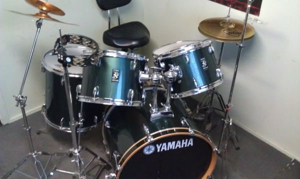 9 Piece Yamaha Rydeen Drum Set Throne Sticks - $500 (Prescott Valley)