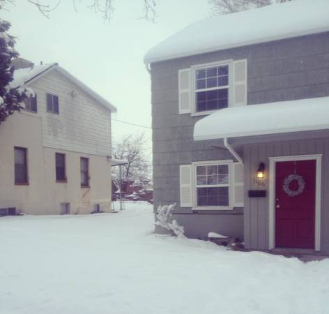 $700 2br - CUTE duplex 700 N (few blocks from BYU) - married housing (1166 E 700 N)