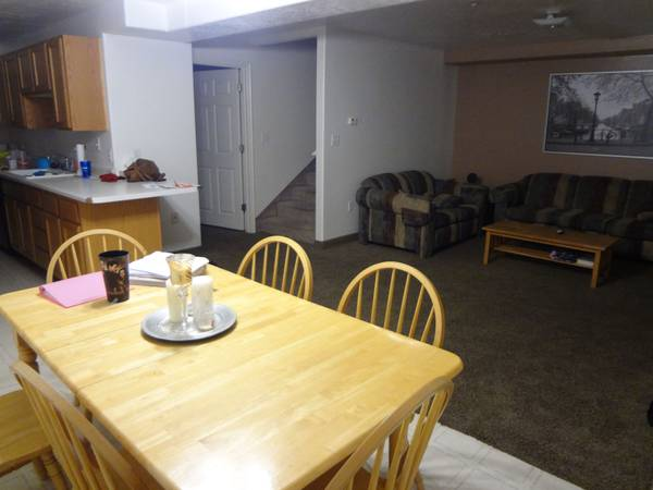 - $280 1100ftsup2 - Womens 4 Person Condos right next to BYU (Foxwood Condos)