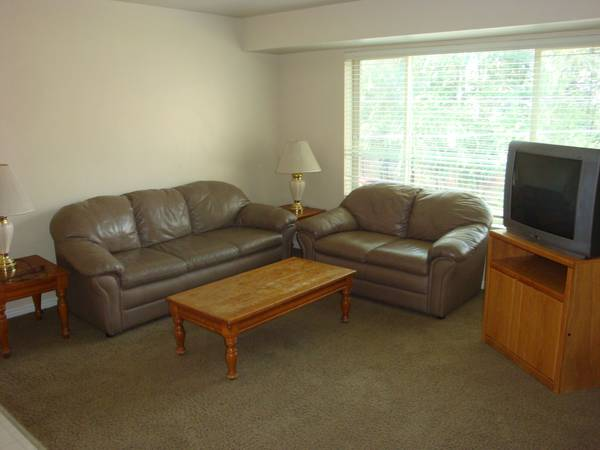 $335 1000ftsup2 - BYUUVU Female Shared Room FALL Condo Row 4 spaces (737 East 750 North 6 1 block to BYU)