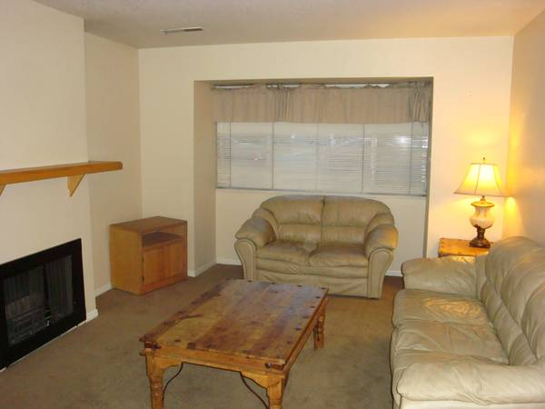 $255 1200ftsup2 - BYUUVU Fall Semester Female Shared Room with WD (151 East 300 North 2, walk to BYU)