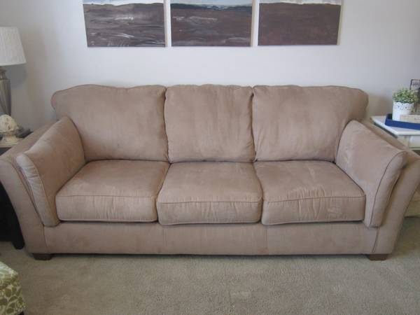 Beautiful New Couch from RC Willey - $350 (Provo)