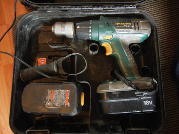 18 v black and decker Quantum pro drill - $200 (Nephi)