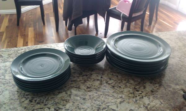 Nice Pier 1 dishes in Great Condition - $20 (Mapleton, UT)