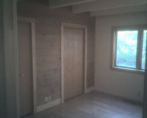 $600 150ftsup2 - INCLUDES UTILITIES in Clean Room with Large Closet and Hardwood Floors (Glenshire Truckee near Northstar)