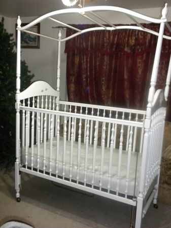 SIMMONS BABY CRIB W CANOPY AND MATTRESS - $175 (RED ROCK, RENO)