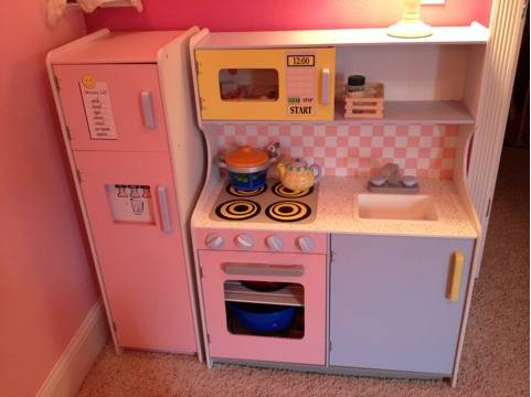 Kidkraft wood play kitchen tons melissa doug food, dishes - $80 (Gardnerville, NV)