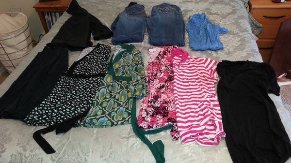 Maternity cloths 13 in lot sz md to xl - $40 (spanish springs)