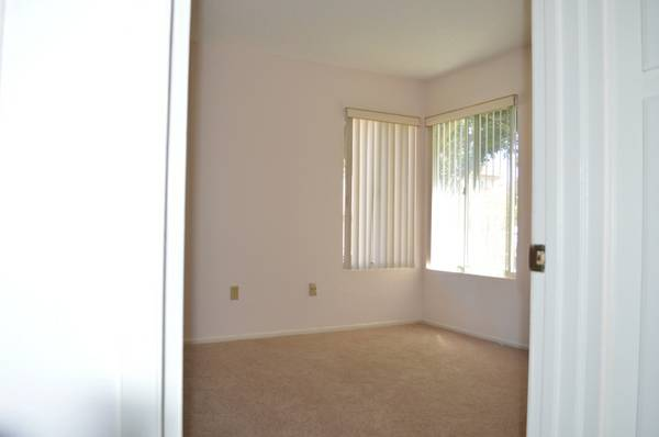 - $585 1200ftsup2 - 1 12 miles to beach race track, avail. 8-12 (Solana Beach)