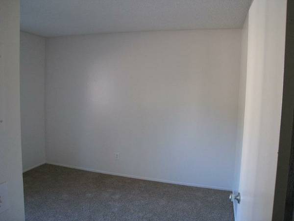 $500 121ftsup2 - Rent $500month (Utilities Included) and 200$ Deposit (Rancho Penaquitos Blvd)