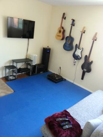 - $675 bedroomoffice for rent Short term OK, Avail JULY. 38597 25151 20986 a (Clairemont)