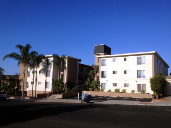$1995 2br - Comfortable Quiet Private Furnished Condo with Equipped Kitchen (North Park)